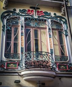 Art Nouveau Builing in der Rua de Cândido dos Reis Porto, Portugal. - Art Nouveau Architecture And Interior - Architektur Architecture Art Nouveau, Art Nouveau Interior, Design Art Nouveau, Architecture Details, Interior Architecture, Belle Epoque, Style International, Art Nouveau Arquitectura, Bg Design
