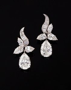 Drop pendant earrings of pear-shaped, baguette and navette diamonds in platinum - circa 1950.