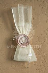 8301ea1e64a8 Μπομπονιέρες γάμου σε vintage ύφος από τούλι με σατέν ρέλι και εντυπωσιακό  σατέν λουλούδι με πέρλα