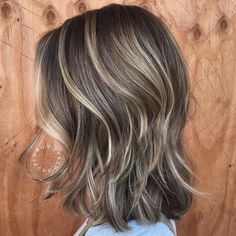 Blonde Balayage Bob For Fine Hair Haircuts For Fine Hair, Cool Haircuts, Haircuts For Medium Length Hair Straight, Short Haircuts Shoulder Length, Subtle Blonde Highlights, Color Highlights, Blonde Highlights On Dark Hair Short, Medium Brown Hair With Highlights, Brunette With Blonde Highlights