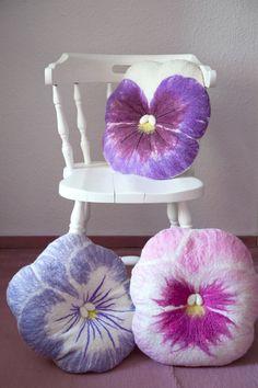 Gefilzte Kissen in Form von Veilchen, Frühlingsdeko / felt cushions in shape of violets, spring home decor made by IVA's Blumenladen via DaWanda.com