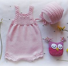 This Pin was discovered by Nez Baby Knitting Patterns, Knitting For Kids, Toddler Outfits, Girl Outfits, Tricot Baby, Knit Baby Sweaters, Knitted Romper, Crochet Baby Clothes, Hand Embroidery Stitches
