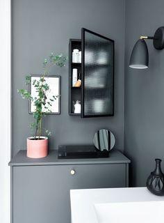 Skap og vegg i ett Amber Interiors, Home Organization Hacks, Modern Kitchen Design, Creative Decor, Bathroom Inspiration, Bathroom Inspo, Bathroom Interior, Small Bathroom, Home Accessories