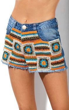 Ideas Crochet Granny Square Skirt Boho For 2019 Crochet Pants, Crochet Skirts, Crochet Fabric, Crochet Granny, Crochet Shawl, Crochet Clothes, Crochet Lace, Diy Clothes, Crochet Bikini