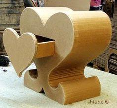 Petit meuble en forme de coeur