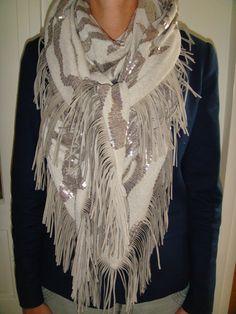 als sjaal en als poncho te dragen, zo mooi!!