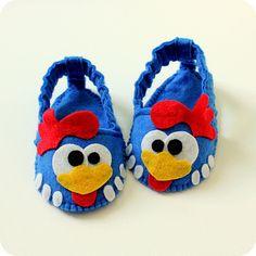 Sapato Galinha Pintadinha Bb Shoes, Felt Baby Shoes, Bebe Baby, Ideas Para Fiestas, Kids Fashion, Slippers, Baby Shower, Costumes, Crochet