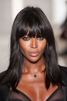 lelaid: Naomi Campbell at La Perla Haute Couture. Hairstyles For Round Faces, Bob Hairstyles, Straight Hairstyles, Naomi Campbell Hair, Medium Hair Styles, Long Hair Styles, High Hair, Outsider Art, Lace Front Wigs