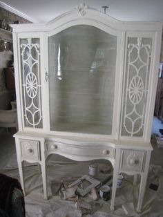 My first project using Annie Sloan Chalk Paint Redo Furniture, 1920s Decor, Painted Furniture, Pretty Furniture, Hand Painted Furniture, Painted China Cabinets, Furniture Inspiration, Vintage Furniture, Beautiful Furniture