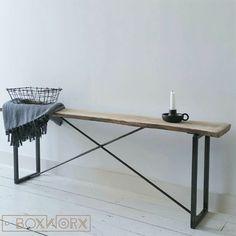 Bankje STAAL EN STIJL is een industrieel en tegelijkertijd ook elegant meubelstuk van een stalen onderstel en een eikenhouten plank.