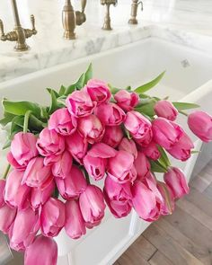 47 Ideas for wedding bouquets tulips pink spring flowers Fresh Flowers, Spring Flowers, Beautiful Flowers, Sweet Home, Pink Tulips, Tulips Flowers, Flower Aesthetic, Better Homes And Gardens, My New Room