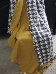 no tie fleece blanket - 3 options for popular two sided fleece blankets that differ from just tying the sides with knots...