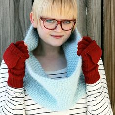 Knit a cowl with a woven effect and you'll have the warmest DIY accessory ever!