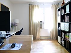 Dans le Townhouse:  i wish my office was this clean