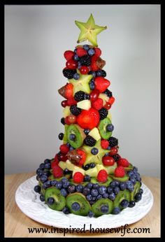 Edible Fruit Arrangement Finished Cake - base is plastic wrapped Styrofoam ring with a plastic wrapped cone.  Tooth picks.  ◾It helps if you put the tooth pick on the Styrofoam first and then poke your fruit last so you do not ruin or smash your fruit pieces.. More at http://www.inspired-housewife.com/holiday-birthday-cake-edible-fruit-arrangement/