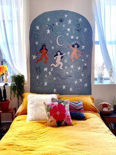Artist Esmé Shaprio Made a Protective Mural to Make Her Space Feel Safe Home Interior, Interior And Exterior, Interior Design, Bedroom Murals, Wall Murals, Diy Bedroom, Dark Planet, Big Design, Cool Walls