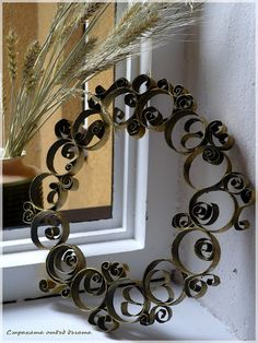 Scrolls from rolls -- toilet paper rolls, that is!!! I really thought it was wrought iron at first! - Recycled Toilet Paper Roll Wreath