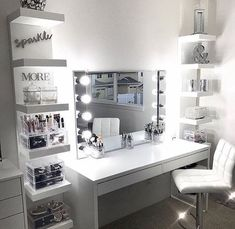 Dressing Table Inspo, Built In Dressing Table, Dressing Table Organisation, Dressing Tables, Dressing Rooms, Makeup Room Decor, Makeup Rooms, Salon Interior Design, Home Design