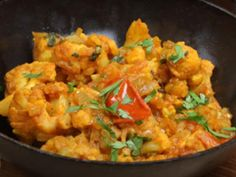 Spicy Cauliflower and Potato Curry (Vegan, Aloo Ghobi) This is my favorite recipe atm Indian Cauliflower, Spicy Cauliflower, Cauliflower Potatoes, Cauliflower Recipes, Gobi Masala Recipe, Gobi Recipes, Indian Veg Recipes, Aloo Gobi, Vegetarian Cooking