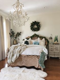 Wall color Spanish White by Benjamin Moore Sources on Home Bunch Blog