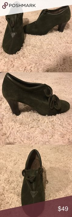 """✨❤️ Hunter Green Aerosoles ❤️✨ These shoes are extremely comfortable. Great for work  if you are going for a long walk but still want to wear heels. Heel is 2"""" and the shoe has only been worn once in great condition. ❤️✨ AEROSOLES Shoes Heels"""