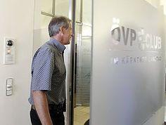 """Der ehemalige Kärntner ÖVP-Obmann Josef Martinz hat am Montag im Birnbacher-Prozess am Landesgericht Klagenfurt weiterhin den Vorwurf der Untreue bestritten. Er habe """"keinerlei Zweifel"""" an den Leistungen des Villacher Steuerberaters Dietrich Birnbacher gehabt, sagte er bei seiner neuerlichen Einvernahme durch Richter Manfred Herrnhofer. Die """"verfluchten 65.000 Euro Schandgeld"""" bereue er zutiefst und zahle er zurück. Er wolle um seine """"Restehre"""" kämpfen."""