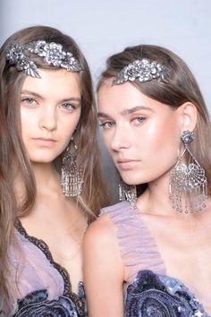 une peau de rêve d'un look lumineux et naturel, superbe idée maquillage pour un effet bonne mine