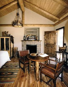 Oregon Pictures: Hunting Lodge Bedroom - Highland Hills Ranch