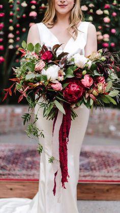 Tulip Wedding, Modern Wedding Flowers, White Wedding Bouquets, Bridal Flowers, Bridesmaid Bouquet, Bridal Bouquet Red, Red Flower Bouquet, Winter Wedding Colors, Fall Wedding