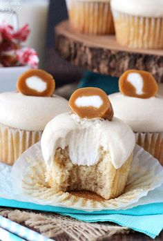 CARAMEL Cream Cupcakes. With a brown sugar, browned butter cupcake, cream filling and caramel icing, these Caramel Cream Cupcakes are as sweet and delicious as the candy! We love them. http://thecupcakedailyblog.com/caramel-cream-cupcakes/     #caramel #cream #cupcakes #recipe #baking