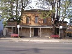 Bacchus Marsh Court House made from sandstone, built 1858 Bacchus, House Made, Melbourne, Australia, Cabin, House Styles, Building, Assessment, Southern