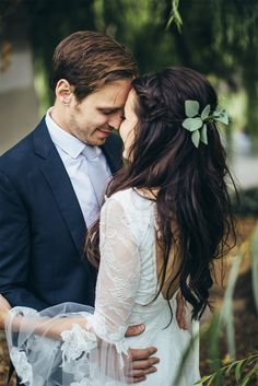 John and Cassy's intimate and joyful wedding in Portland, Oregon, featuring our breathtaking Francis gown.