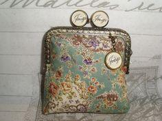 Joisys®  Mini Geldbörse Bügeltasche Rosen grün von Joisys® Bügeltaschen auf DaWanda.com