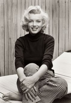 At Marilyn's home at Doheny Drive, L.A. in 1953 photographed by Alfred Eisenstaedt.