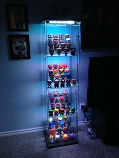 More ideas below: How To Make DIY display cases design How To Build Wooden DIY display cases Ideas Glass DIY display cases Book Storage Vintage DIY Action Figures display cases Modern DIY Sports display cases Man Caves Hot Wheels DIY display cases Shadow Funko Pop Shelves, Funko Pop Display, Toy Display, Shelf Display, Watch Display, Shadow Box Diy, Action Figure Display Case, Deco Gamer, Vitrine Design