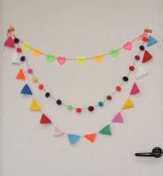 Free crochet pattern. #happybuntings would be cool as a party decoration #paper