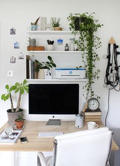 Organised desk, organised mind: Maximising space in my home office An organised home office space complete with stylish metal shelving, monochrome palette and plenty of fresh greenery. Small Space Office, Home Office Space, Home Office Desks, Office Furniture, Office Decor, Small Spaces, Office Ideas, Office Spaces, Home Office
