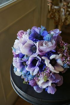 anemone,ranunculus,lilac,muscari and sweet pea : very similar to my own bouquet !