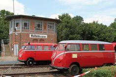 Bahnhoffest Walheim    De 2 draisines van het type Klv 20 staan hier voor het mooi gerestaureerde seinhuis van Walheim.