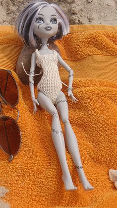 Swimsuit knitting pattern for Monster High