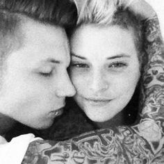 Andy and Juliet ahhh they're so cute!! i want to draw this, but his tatoos, i would never finish