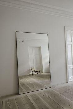 Interior Design Minimalist, Minimalist Home, Interior Modern, Minimalist Bedroom, Living Room Decor, Bedroom Decor, Paris Bedroom, Design Bedroom, My New Room