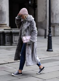 All the faux fur coat outfit inspiration you need is here! From street style to casual wear, these are the top 10 ways to make a statement with a fur coat. Winter Fashion Outfits, Fashion Weeks, Fall Winter Outfits, Look Fashion, Autumn Winter Fashion, Fall Fashion, Autumn Style, Fashion Mode, Fashion Trends