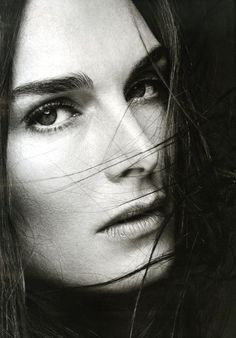 Brooke Shields by SCAVULLO, Macpherson by MAZZUCO, The Girl From Ipanema by… and many other. Iconic women, iconic pictures taken by famous and unidentified photographers.