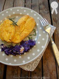 Breaded chicken corn with purple potato chips - Pollo impanato al mais con chips di patata viola