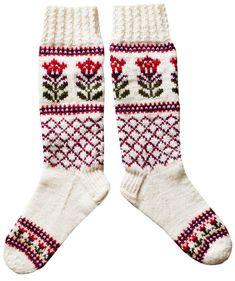 DIY Villasukat – neulo puolipitkät ja kauniit Kaupunki kukkii -sukat, Kotiliesi.fi Knitting Paterns, Knitting Machine Patterns, Crochet Stitches, Crochet Socks, Knitting Socks, Knit Socks, Fair Isle Knitting, Mittens, Fair Isles