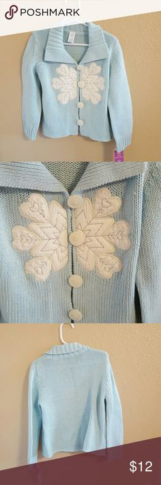 Carter's NWT Girls Cardigan size 4T Adorable NWT Carter's Baby Blue Girls Cardigan size 4T. Beautiful Snowflake design and oversized buttons. Comfy and cozy! Carter's Shirts & Tops Sweaters