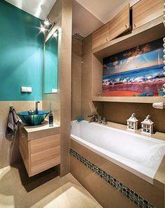 яркий дизайн маленькой ванной комнаты