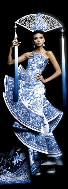 Guo Pei Fall Winter 2010 2011 Ready-To-Wear collection fun asian princess in china blue & white fan costume incorporate into fairytale quilt