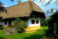 Gyöngyszem magyar falucska, ahol csak 200 ember él: 1000 éve is így nézett ki Vernacular Architecture, Hungary, Provence, Countryside, Farmhouse, Cabin, House Styles, Beautiful, Buildings